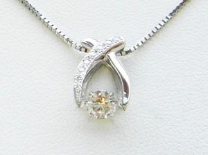 アフター揺れるダイヤペンダント